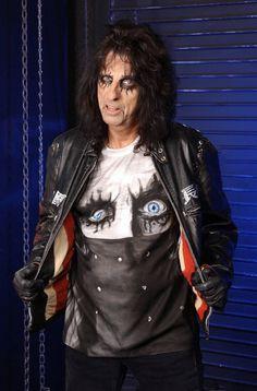 Freddie Mercury, Vinnie Paul, Heavy Metal Rock, Alice Cooper, Wedding Humor, My Favorite Music, Alice In Wonderland, Sexy Men, Cool Photos