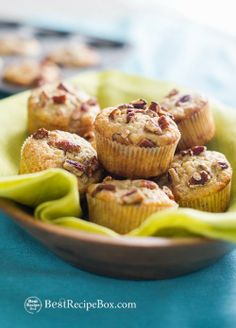Moist and Easy Banana Nut Muffins Recipe. The secret is in the bananas, make sure they're overripe! via Best Recipe Box/ Easy Desserts, Delicious Desserts, Dessert Recipes, Brunch Recipes, Dinner Recipes, Brunch Ideas, Sweet Recipes, Yummy Recipes, Breakfast Recipes