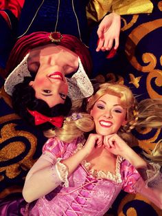 Best friends<-- you know, I've never thought of what it would be like if Rapunzel and Snow White knew each other! Disney Live, Cute Disney, Walt Disney World, Disney Parks, Rapunzel Cosplay, Disney Cosplay, Disney Fanatic, Disney Addict, Disney Face Characters