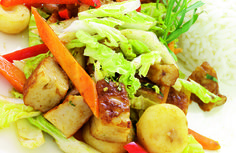 En spennende og annerledes vri på hverdagsmiddagen! Cobb Salad, Pork, Meat, Chicken, Ethnic Recipes, Dessert, Kale Stir Fry, Beef, Dessert Food