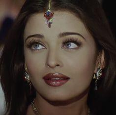 Aishwarya rai goddess, is she real ,? Vintage Bollywood, Bollywood Girls, Bollywood Actress Hot, Beautiful Bollywood Actress, Most Beautiful Indian Actress, The Most Beautiful Girl, Bollywood Celebrities, Bollywood Fashion, Indian Celebrities
