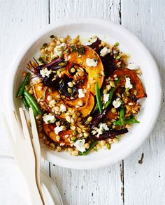 Roasted Pumpkin, Beet, Chickpea, and Barley Salad: If you've had your fill of leafy greens, try switching things up with a pumpkin salad. Not every healthy lunch needs to include kale! Healthy Salads, Healthy Eating, Pumpkin Salad, Vegetarian Recipes, Healthy Recipes, Think Food, Roast Pumpkin, Pumpkin Recipes, Salad Recipes
