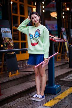 On the street… Hyunjin Lee Busan ~ echeveau Vans Fashion, Vans Style, Busan, Japanese Fashion, Hair Cuts, Korean, Street Style, People, How To Wear