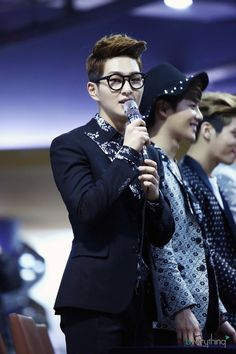 I have a thing for Onew + glasses. cuteness explosion. cr: everything