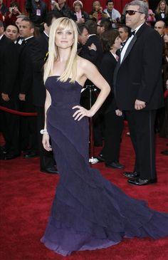 Reese Witherspoon in Nina Ricci 2007 oscars Best Oscar Dresses, Oscar Gowns, Beautiful Dresses, Nice Dresses, Formal Dresses, Reese Witherspoon Style, Red Carpet Fashion, Purple Dress, Star Fashion