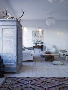 there are not many time where I promote colored walls, but this blue is a perfect mood setter for relaxation