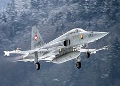 A Swiss Air Force F-5E Tiger II comes in to land.