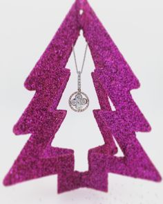 Diamond pendant with natural pink diamonds 💗 in surrounding rose gold. Who would like to find this under their Christmas tree this year?  www.robinsmoore.co.uk
