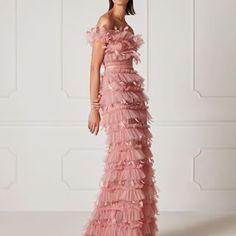 Hamda Al Fahim (@hamdaalfahim) • Instagram photos and videos Wedding Dress, Dresses To Wear To A Wedding, Dresses For Work, Vestidos Fashion, Fashion Dresses, Elegant Dresses, Casual Dresses, Evening Dresses, Prom Dresses