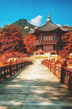 Seoul, South Korea The post Seoul, South Korea autumn scenery appeared first on Trendy. South Korea Seoul, South Korea Travel, Daegu South Korea, South Korea Fashion, South Vietnam, Asia Travel, Autumn In Korea, Places To Travel, Japanese Architecture