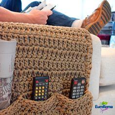 Porta Controle de Crochê - EuroRoma Spesso - Blog do Bazar Horizonte - Maior Armarinho Virtual do Brasil Crochet Wall Art, Crochet Box, Quick Crochet, Crochet Gifts, Knit Crochet, Crochet Designs, Crochet Patterns, Knitted Pouf, Sewing Projects For Beginners