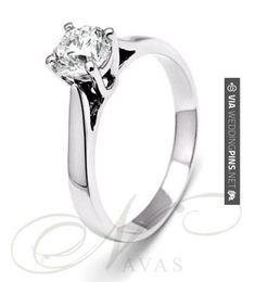 So good! - Anillos de Boda Anillo de compromiso con diamante central talla brillante. Se trata de un solitario clásico en oro de primera ley de cuatro garras. Ideal como regalo de pedida, una joya que nunca pasará de moda a pesar del paso de los años. Puede adquirirlo en | CHECK OUT THESE OTHER SUPER COOL INSPIRATIONS FOR GREAT Anillos de Boda HERE AT WEDDINGPINS.NET | #AnillosdeBoda #Anillos #weddingrings #rings #engagementrings #boda #weddings #weddinginvitations #vows #