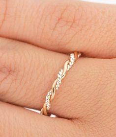 Stapelbare Twist Ring Ring Stapeln zwei von TheJewelryGirlsPlace