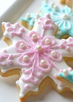 Pink snowflake cookies! <3 These are a great Christmas baking idea. Repinned By: #TheCookieCutterCompany