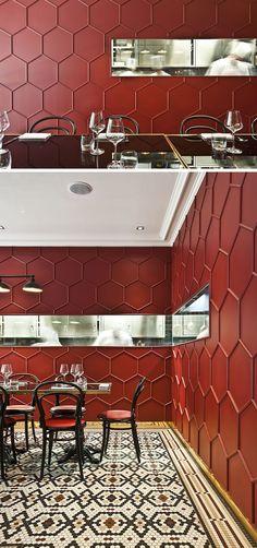 19 идей об использовании шестиугольников дизайна интерьера и архитектура // Карине Lewkowicz, дизайнер этого ресторана Милан, использовали деревянные формования для создания 3D шаблон сотовую на стенах.