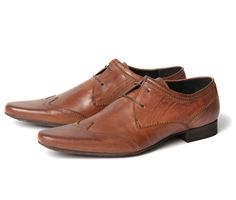 Ellington New Dye Tan - This men's leather pointed wing-tip brogue is available in a variety of colours for any taste for every for. Mod Shoes, Men's Shoes, Dress Shoes, Mens Wingtip Shoes, Brogues, Leather Fashion, Leather Men, Leather Shoes, Men's Fashion