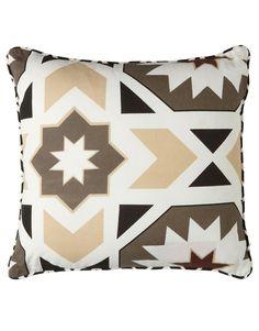 GEO kudde beige   Pillow   Pillow   Kuddar   Inredning   INDISKA Shop Online
