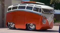 Gorgeous Custom Built Cartoon-Like 'Surf Seeker' Volkswagen Microbus On an episode of My Classic Car, host Dennis Gage met up with retired builder Ron Berry… Weird Cars, Cool Cars, Combi Vw, Best Muscle Cars, Ford Classic Cars, Volkswagen Bus, Vw Camper, Campers, Car Show