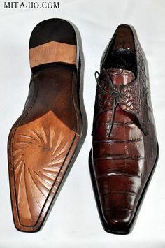 Like: Italian Leather Shoe for Men, Mitajio  Maar mijn goed, wat een lelijke manier om foto's totaal verkeerd te croppen!