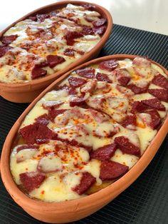 Sausage Potatoes, Cheese Potatoes, Baked Sausage, Baked Potatoes, Meat Recipes, Healthy Recipes, Potato Recipes, Turkish Recipes, Ethnic Recipes