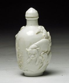 Chinese White Glass Snuff Bottle - Farm Scene