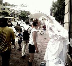 Amanda Palmer kisses angels