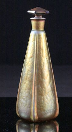 Quezal perfume bottle produced for the Melba Manufacturing Company (c. 1922)