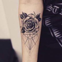 Tatouage femme Rose Dotwork sur Bras