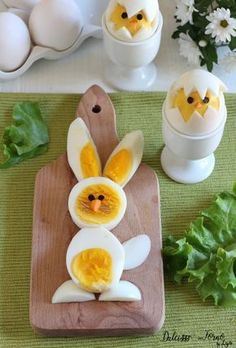 """The post """"Boiled eggs in the shape of a chick and Easter bunny Dulcisss in the oven by Leyla Eggs chick easter & Easter chick deviled eggs & Easter bunny deviled eggs"""" appeared first on Pink Unicorn Easter Recipes, Baby Food Recipes, Easter Ideas, Salad Recipes, Easter Deviled Eggs, Easter Bunny, Easter Chick, Easter Food, Food Art For Kids"""