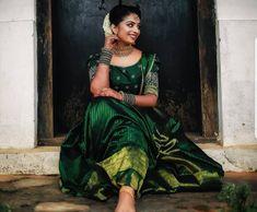 Wedding Couple Poses Photography, Photography Poses Women, Bridal Photography, Kerala Bride, Kurta Designs Women, Engagement Outfits, Couple Posing, Wedding Couples, Sari