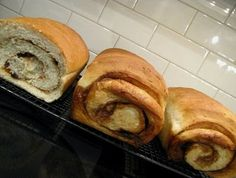 Cinnamon Roll Bread/This site is amazing! Good recipes on canning and desserts. Check them out later