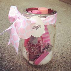 Manicure gift set in a jar