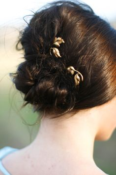 Dainty Gold Leaf on Branch Leaf Bobby Pin Leaves on Twig Bobby Pin Fall Barrette Hair Accessory Woodland Hair Pin