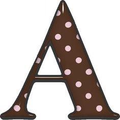 Alfabeto de fondo marrón y lunares rosa.