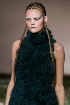 Alexander McQueen Fall 2014 Ready-to-Wear - Collection - Gallery - Look 1 - Style.com