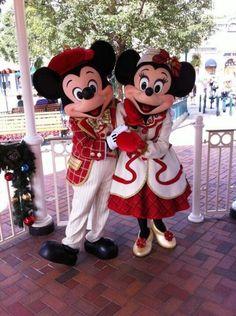 Mickey & Minnie in their Holiday attire in Disneyland Paris