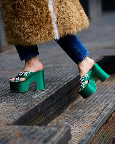 someone PLEASE tell me where I can find these - The Best Street Style From New York Fashion Week