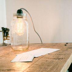 """Donnez du style à votre intérieur avec ce luminaire """"Mason Jar"""" que vous pourrez balader dans toutes les pièces de la maison.                                                                                                                                                                                 Plus"""