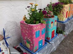 Cool DIY planters from big cans that will do yourself for your gardens, courtyards, and balconies Diy Concrete Planters, Diy Planters, Cool Diy, Wrought Iron Wall Decor, Iron Decor, African Paintings, Diy Crafts For Girls, Diy Planter Box, Glass Bottle Crafts