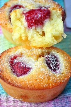 J'ai préparé ces délicieux petits cakes le jour ou on avait cueillis des framboises et des tayberry mais j'ai mis du temps a publier la recette car je cherchais le nom en Français, un grand merci a Anne du blog Papilles et Pupilles (lien ici) d'avoir...