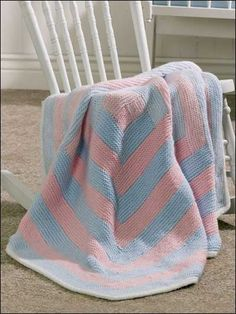 The Log Cabin Baby Blanket reminds us of rows of cotton candy. Download this free baby blanket knitting pattern at Freepatterns.com.