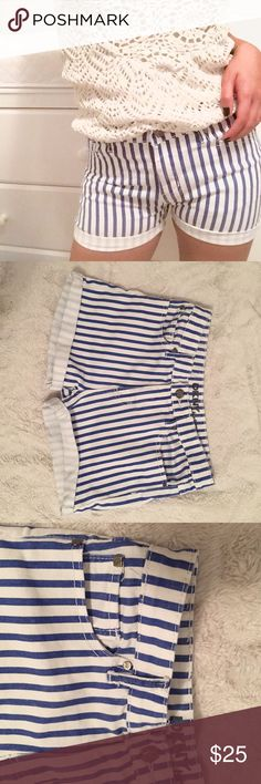 High Rise DKNY Denim Striped Shorts 14.5 in. flat across WAIST //  2.75 in. INSEAM // 10 in. RISE // fits like a size 26-27 DKNY Shorts Jean Shorts