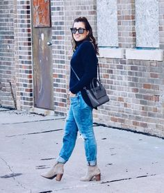 The temps have finally subsided and I was able to run out without a heavy coat on for once. This navy turtleneck sweater is from kara.stevierep.com @kara.shopstevie I have really been loving their stuff lately. I'm wearing a small, but I would recommended going up a size. (Use code: modishblog15 for 15% off). This handbag is from @hielevencom and goes with everything. I decided to downsize because I have so many big bags, this one is surprisingly roomie. The sunnies are from @marsquest. (Use…