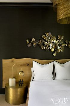 Chic master bedroom with crisp, white sheets, gold circular nightstand, live edge headboard and black Grasscloth wallpaper Atlanta Homes, Residential Interior Design, Dark Interiors, House On A Hill, Contemporary Bedroom, Modern Bedroom, How To Make Bed, Beautiful Bedrooms, Decoration