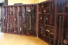 Awesome portable jewelry case--would love to have this for my table displays!
