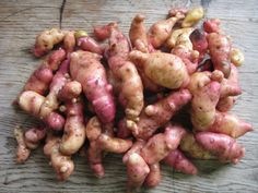 Pink fir apple - my favourite potato this year. Grow at least 12 this time! Allotment Gardening, Allotment Ideas, Growing Veggies, Bacon Bits, Fried Potatoes, Most Favorite, At Least, Food And Drink, Yummy Food