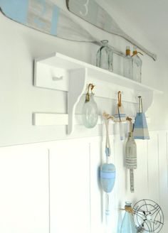 Hang up those buoys and oars! Do It Yourself Decorating, Project Ideas, Projects, River House, Strand, Bathroom Medicine Cabinet, Bedroom Ideas, New Homes, Sea
