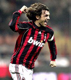 Maldini é un exfutbolista italiano que xogou como lateral e defensa central. Desenrolou toda a sua carreira no Milan comvertindose no xogador que mais veces vistiu a camiseta rossonera e o que mais partidos xogou na Serie A