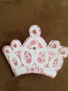 Convite Coroa, um Charme a parte para seus convidados!  Pode ser confeccionado em diversas cores e diversos modelos de coroa Consulte-nos R$ 5,50