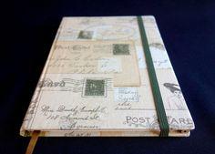 Caderno tipo molesquine <br>com miolo em papel pólen, <br>encadernado com capa dura e tecido 100% algodão <br>contem 96 folhas <br>tamanho de 15 x 21 cm.